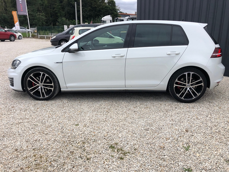 Photo 6 de l'offre de VOLKSWAGEN GOLF VII 2.0 TDI 184CH BLUEMOTION TECHNOLOGY FAP GTD DSG6 5P à 22890€ chez Univers auto